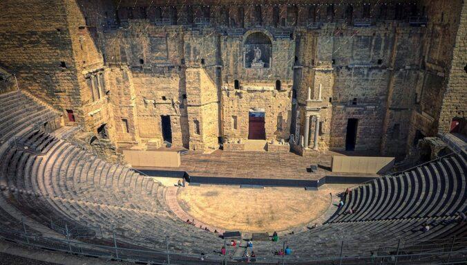 roman-theatre-of-orange-5999900_1280.jpg